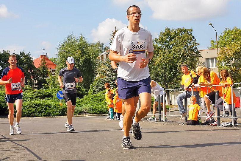 Biegacz na trasie biegów