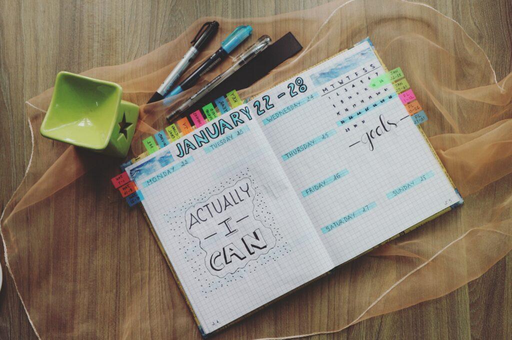 planer, długopisy, markery, planowanie